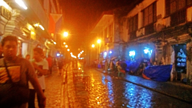 Night view at Calle Crisologo
